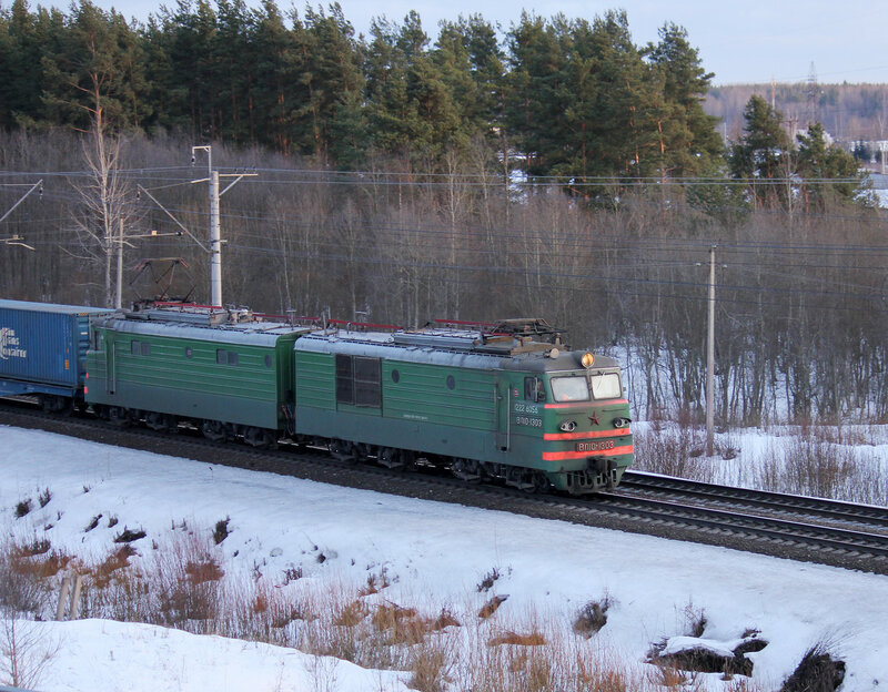 ВЛ10-1303 на станции Мга