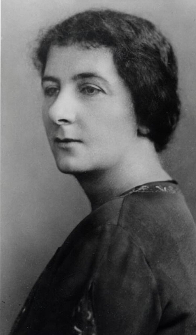1917.  Голда Меир
