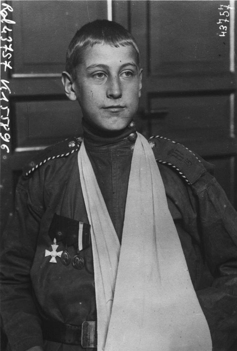 Константин Малофеев, 15-ти лет короля Черногорского Николая Первого стрелкового полка за подвиг на поле боя  получил Георгиевский крест