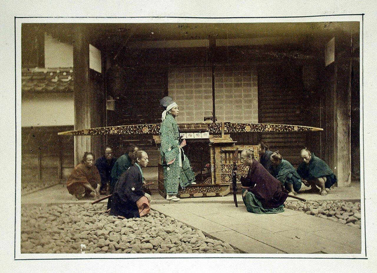 Человек садится в паланкин. 1875