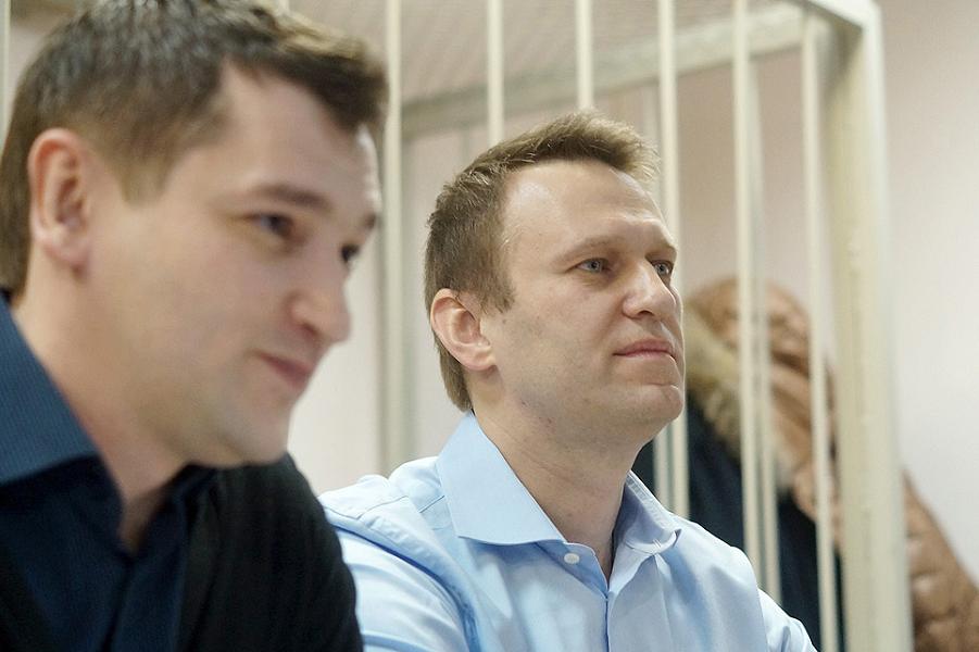 братья Навальный в суде.png