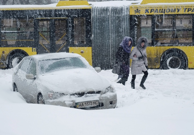 Сильный снегопад парализовал дорожное движение Украины 0 13d2d6 7ab46170 orig