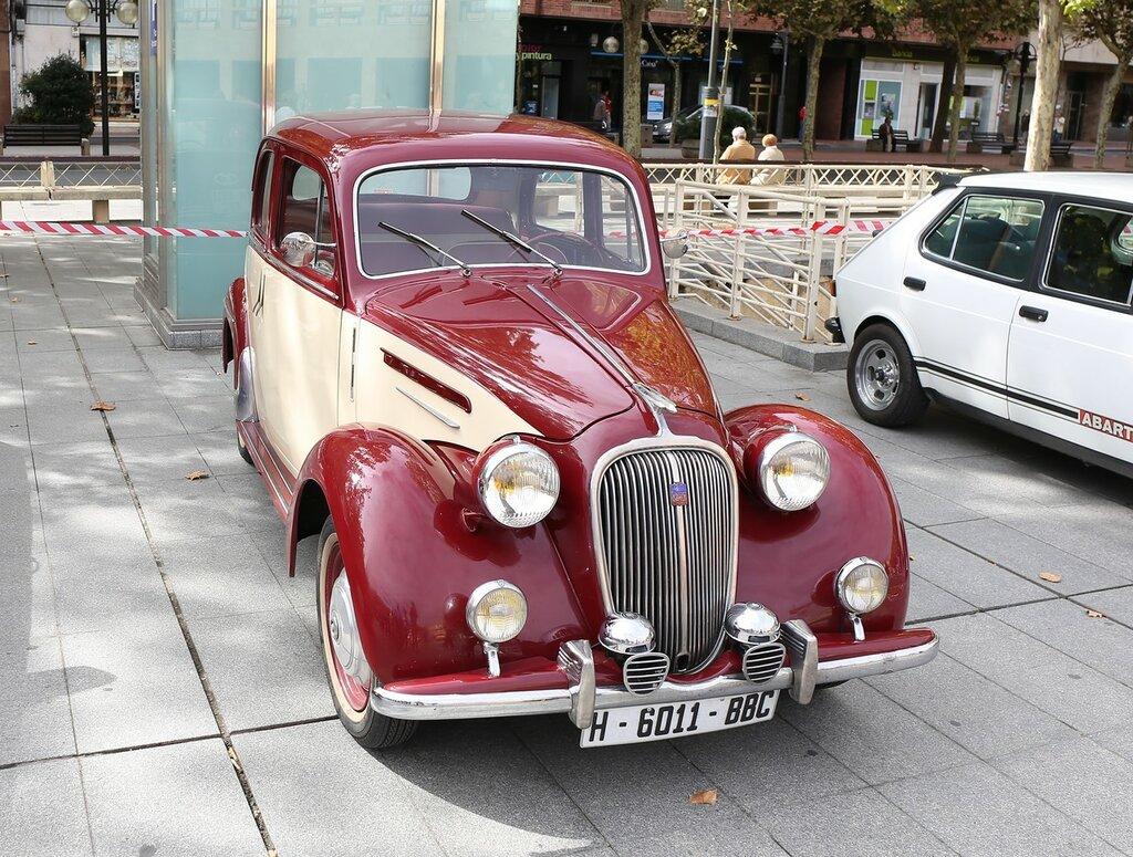 Парад ретроавтомобилей в Логроньо. Simca 8