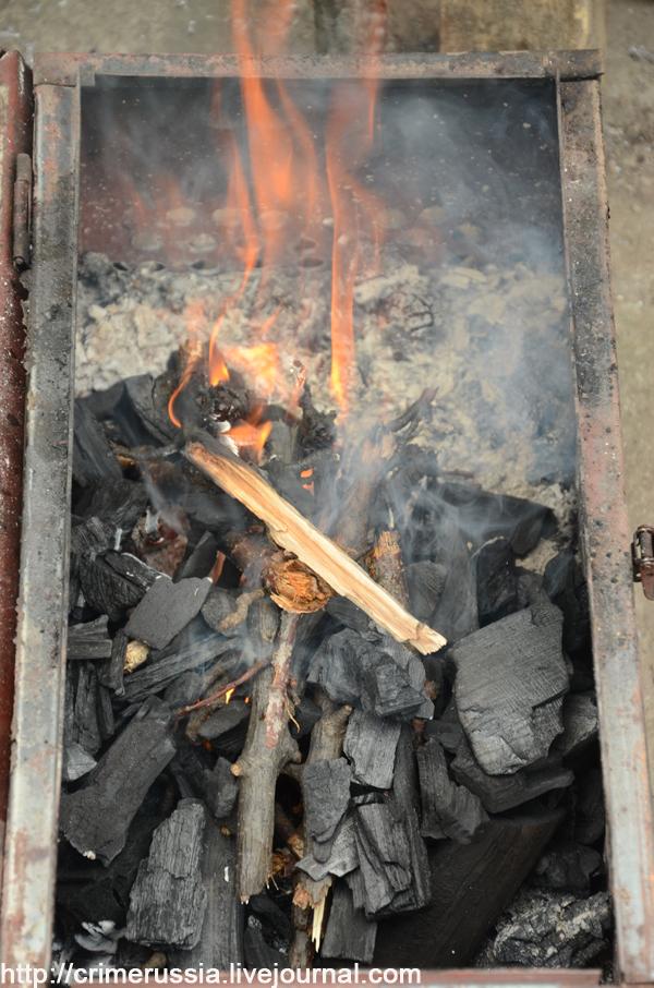 костер дерево горит