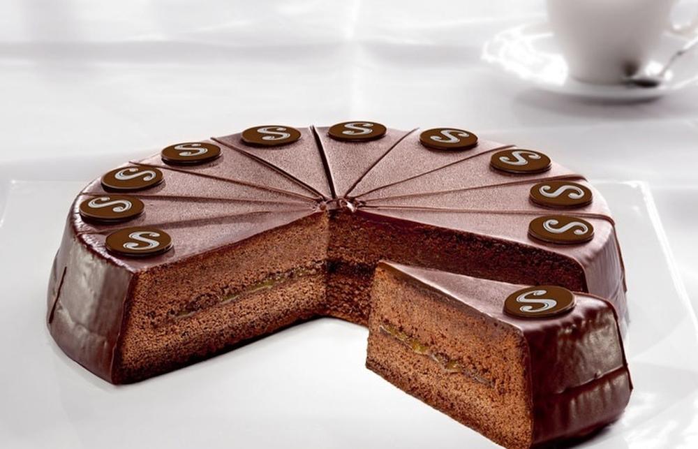 Захер (Вена, Австрия) Шоколадный торт, изобретение австрийского кондитера Франца Захера. Является ти