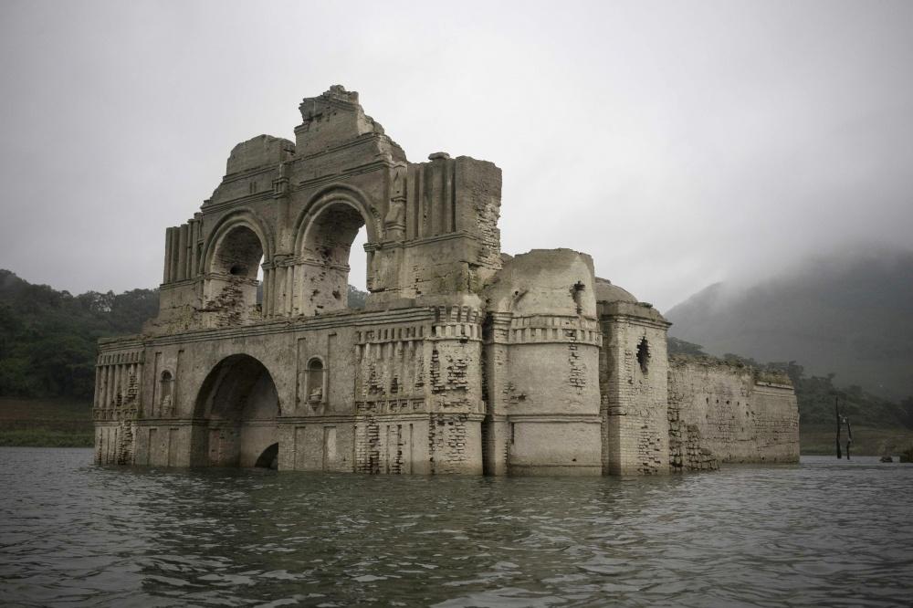 Пооценкам архитекторов, храм был построен вXVI веке испанскими колонизаторами. Над водой появились