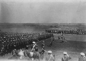 Персидский шах Мозафар-эд-дин на смотре войск.