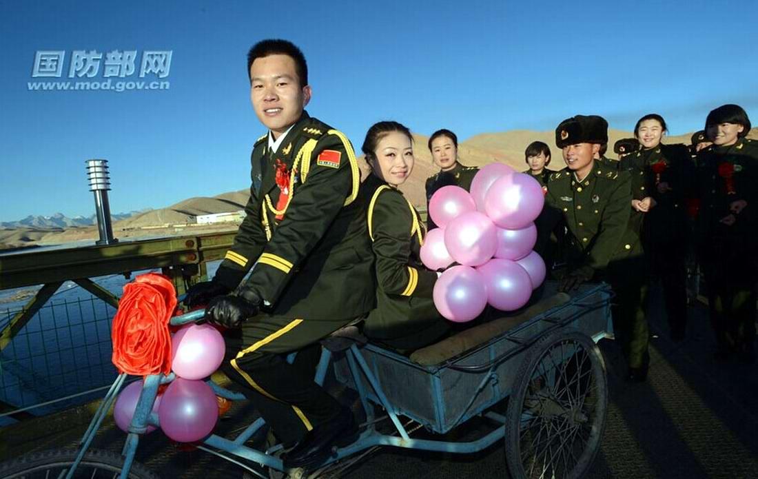 Свадьба военнослужащих китайской армии (1)