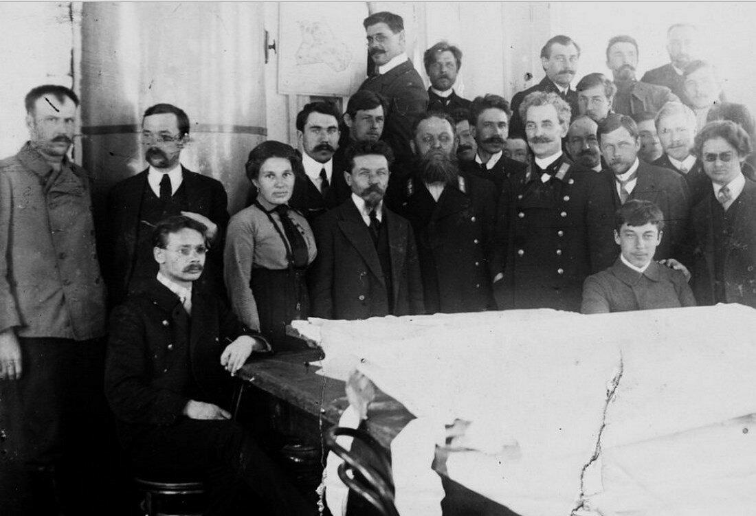 Служащие чертёжной Управления Алтайского округа, 1911