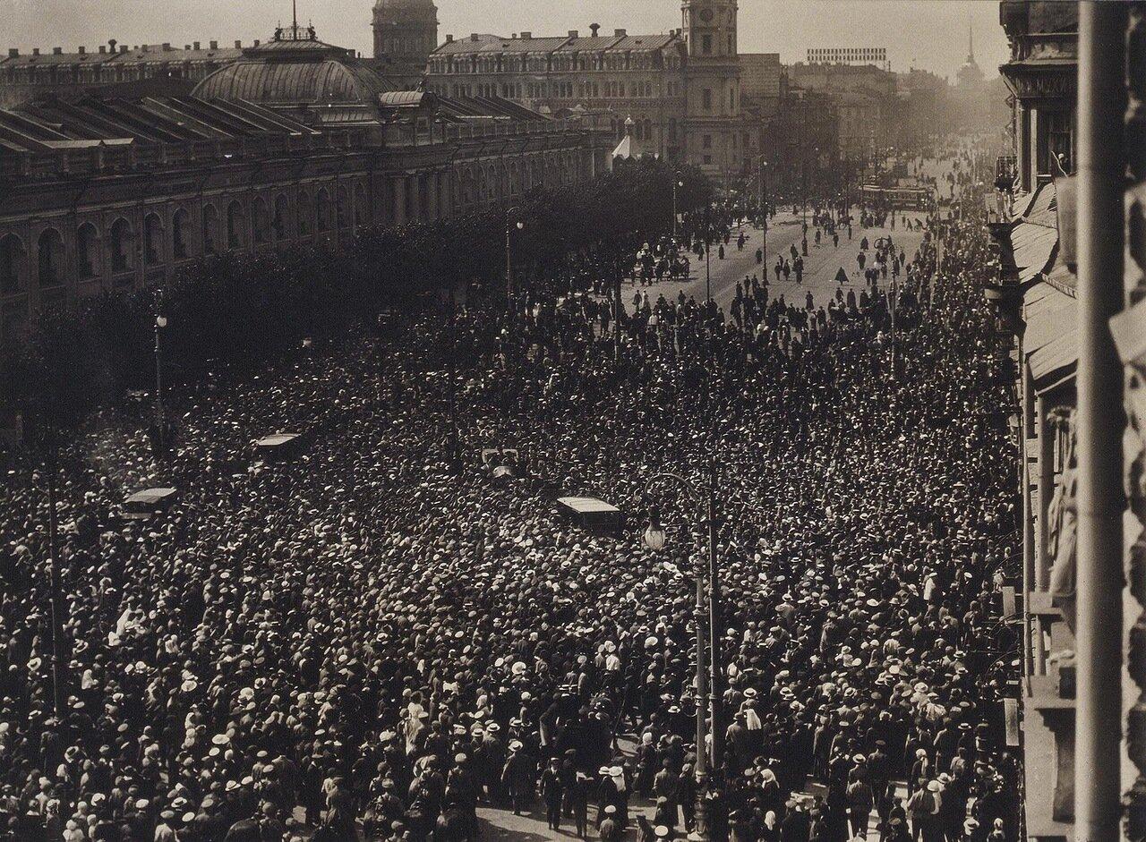 Похороны казаков (процессия на Невском проспекте) 1917