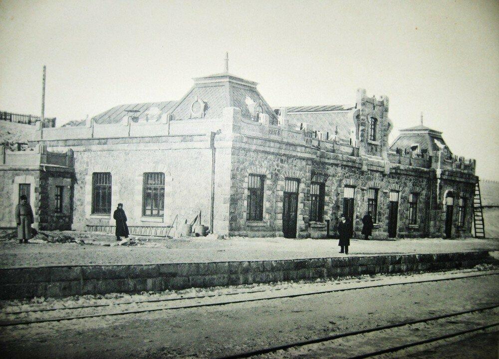 37. Пассажирское здание на станции Куэнга