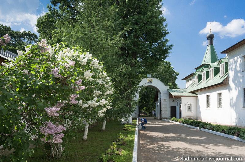 Южные врата Свято-Екатерининского монастыря