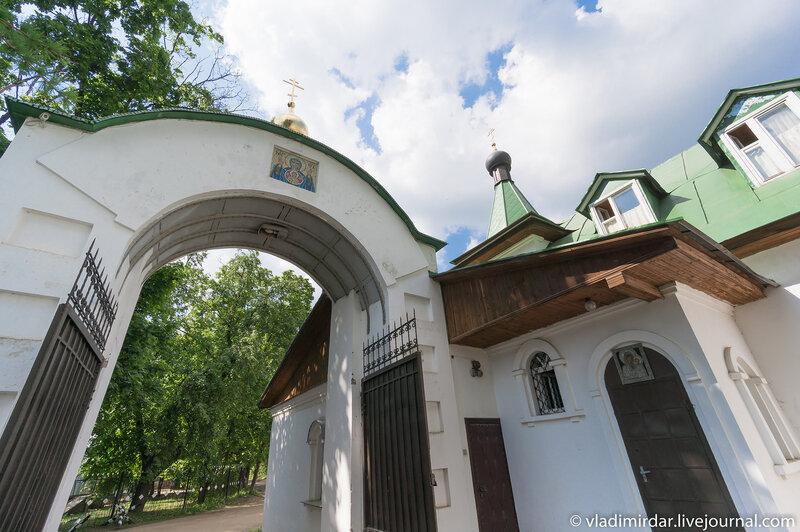 Южные врата. Свято-Екатерининский монастырь.