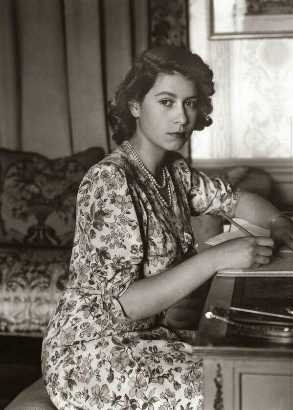 Queen Elizabeth - 1944.jpg