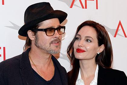 СМИ узнали о том, что Питт и Джоли усыновляют очередного ребенка