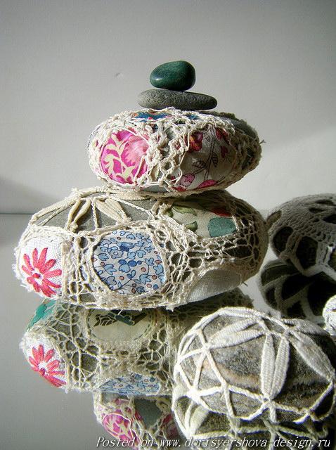 морская галька, камни, декор гальки, резьба по камню,декорирование природных камней, использование гальки в декоре интерьера, морской дизайн, вязанье кружева на гальке