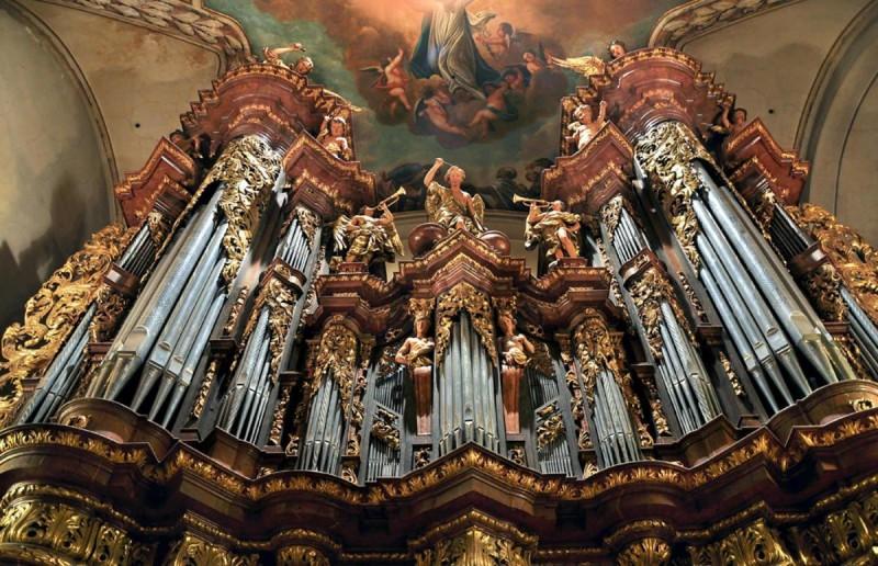 Костел-Святого-Якуба-внутри-3-800x516.jpg
