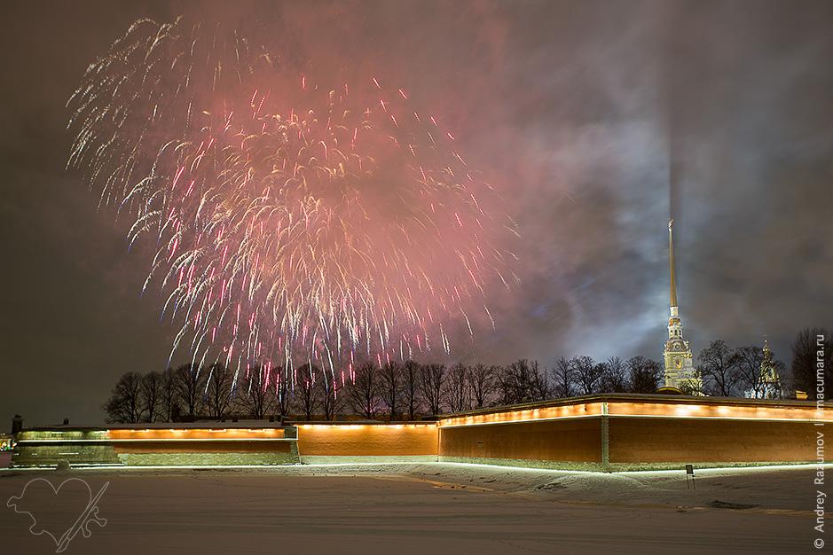 Праздничный салют в День снятия блокады Ленинграда