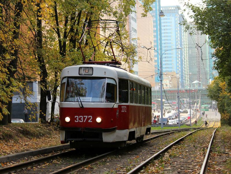 Трамвай 3372 у метро Щукинская