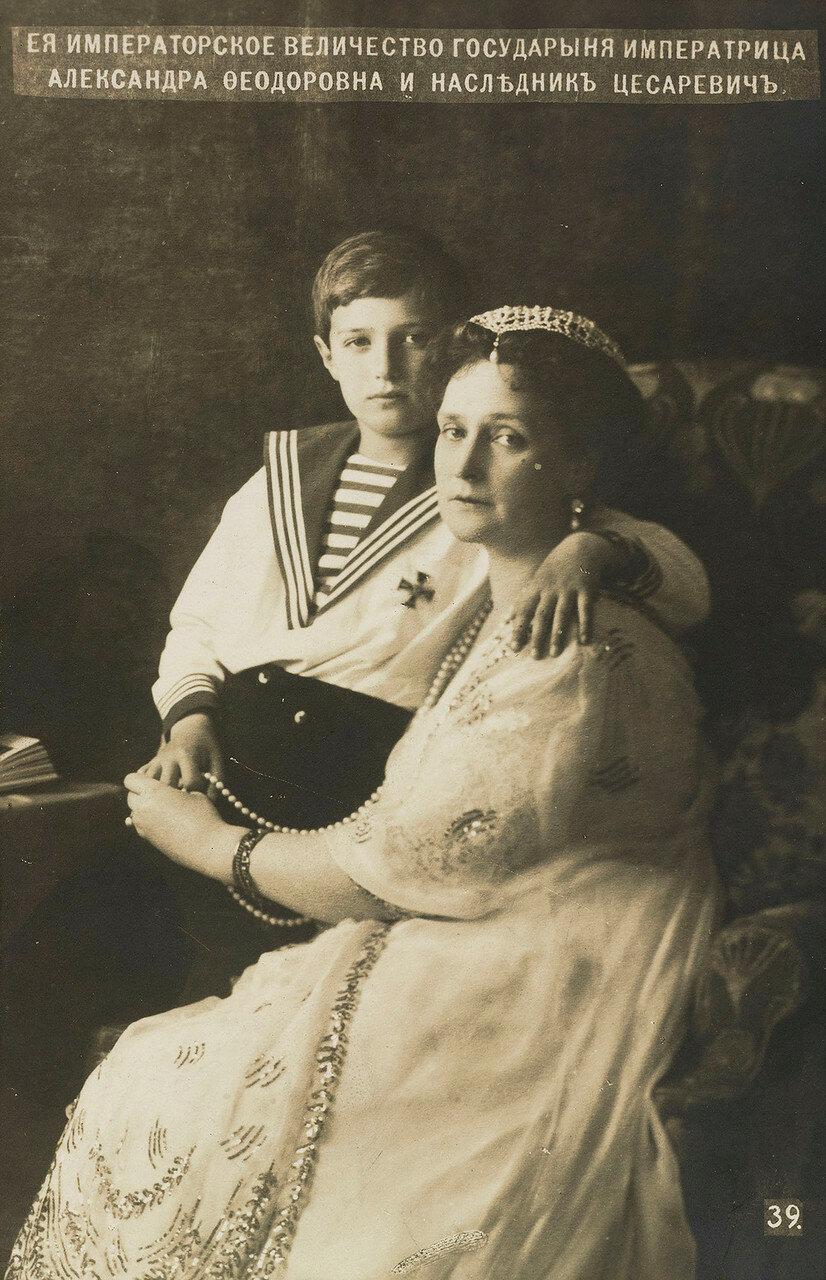 1913. Александра Федоровна и цесаревич Алексей