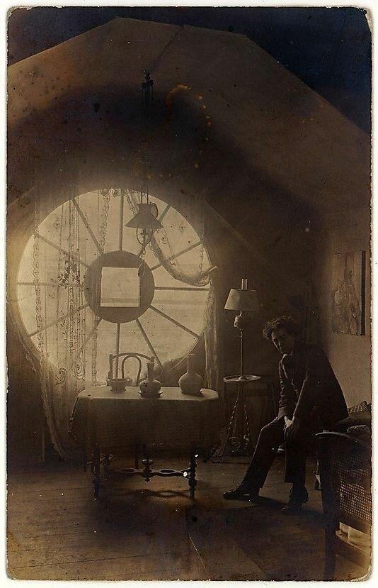 1921. Брассай в своей берлинской студии