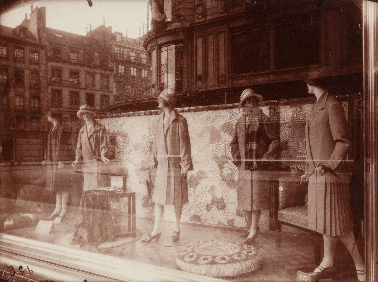 1890. Витрина магазина