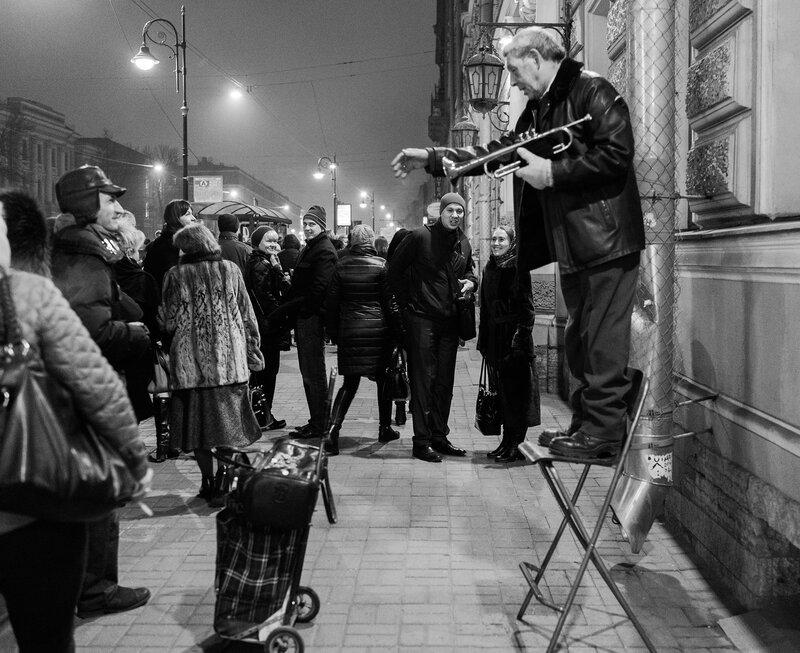меня все фотографии уличных фотографов охотный ряд ловкие жонглеры