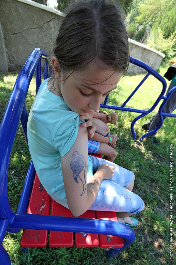 рисунок на руке ребенка