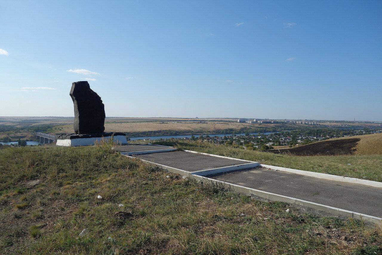 на горе Караул. Мост ж.д. через Северский Донец, Игорев камень, запад города
