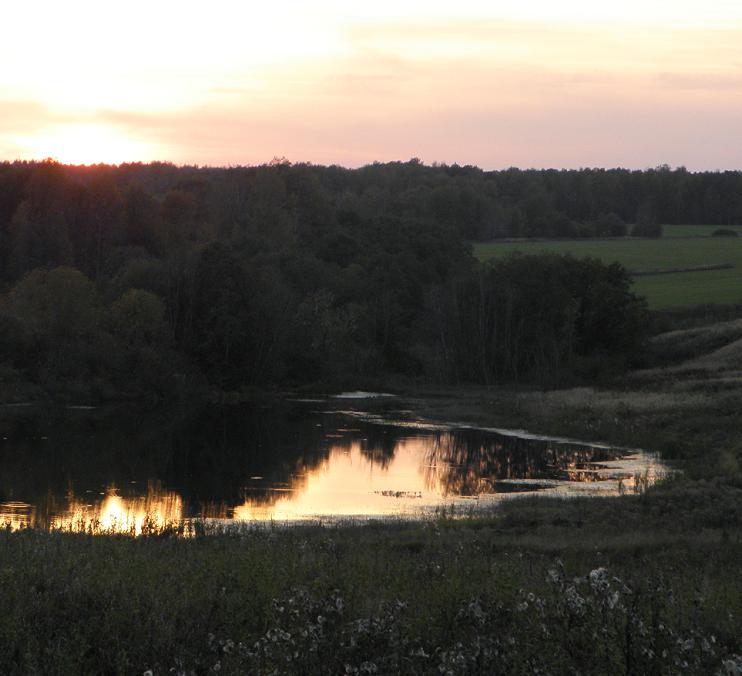 Долина, немножко тихой воды и луч заката...