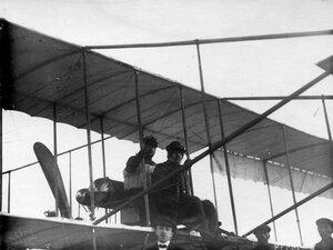 Авиаторы Масляников Б.С. и Янковский Г.В. в аэроплане перед перелётом