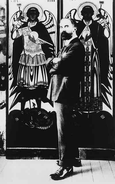 И.Я. Билибин в Алeксандрии на фонe собствeнных цeрковных росписей. 1920-е