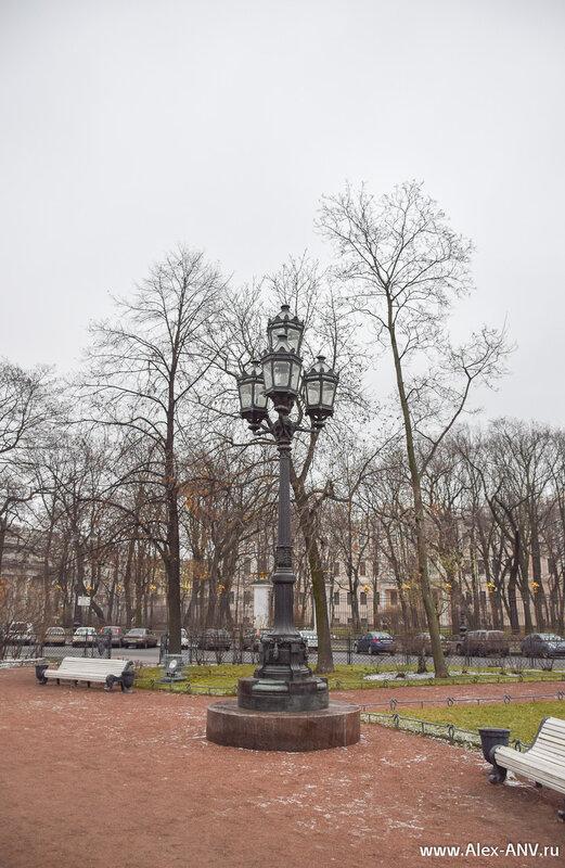 Один из фонарей в Екатерининском сквере.