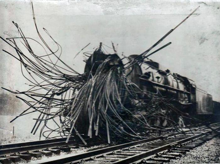 Паровоз после взрыва котла