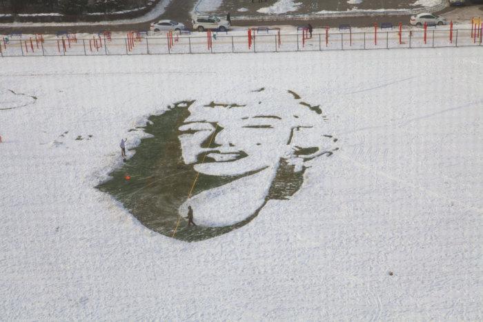 Необычный портрет Мэрилин Монро сделанный на стадионе