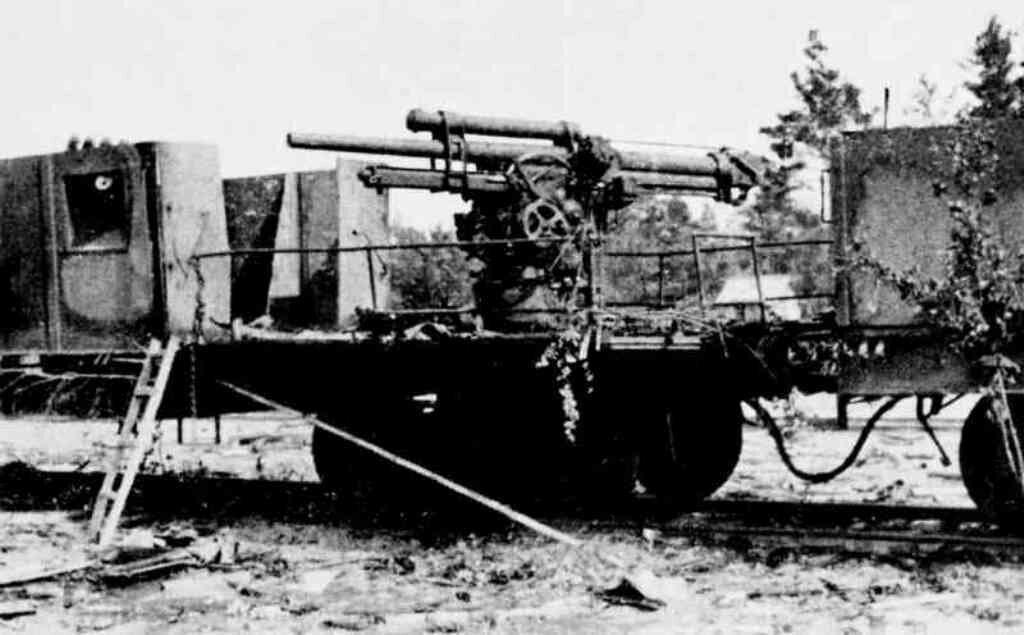 Подбитый бронепоезд 73-го полка НКВД. 30 июня 1941 года.