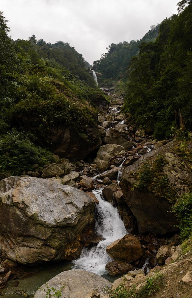 Фото 5. Водопад в горах. Отчет об экскурсии в долину цветов Юмтханг в штате Сикким в Индии. 8.0, 1/125, 1000, 24.
