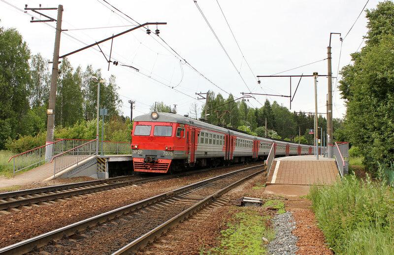 ЭР2Р-7075 у платформы Дубосеково Рижского направления МЖД, вид на Волоколамск