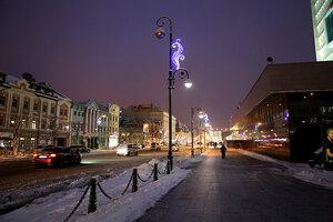 В центре Владивостока включили новогоднюю иллюминацию
