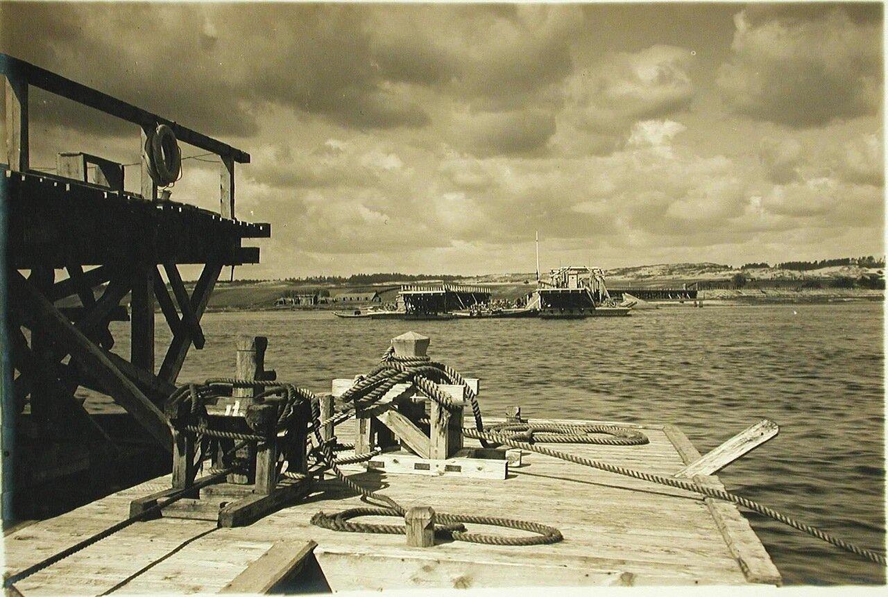 21. Вид разведенного моста через р. Днепр
