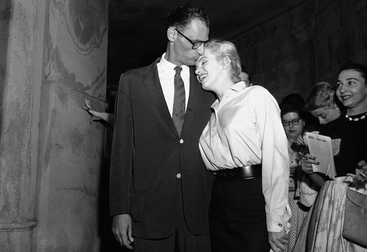 Arthur Miller Kissing Marilyn Monroe