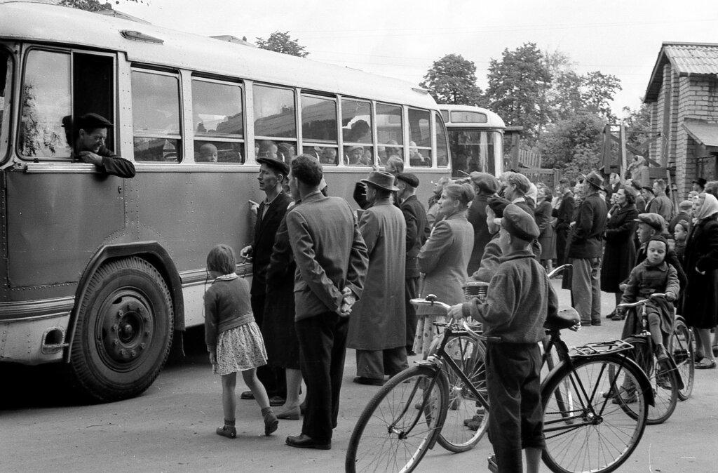 Проводы детей в летний пионерский лагерь