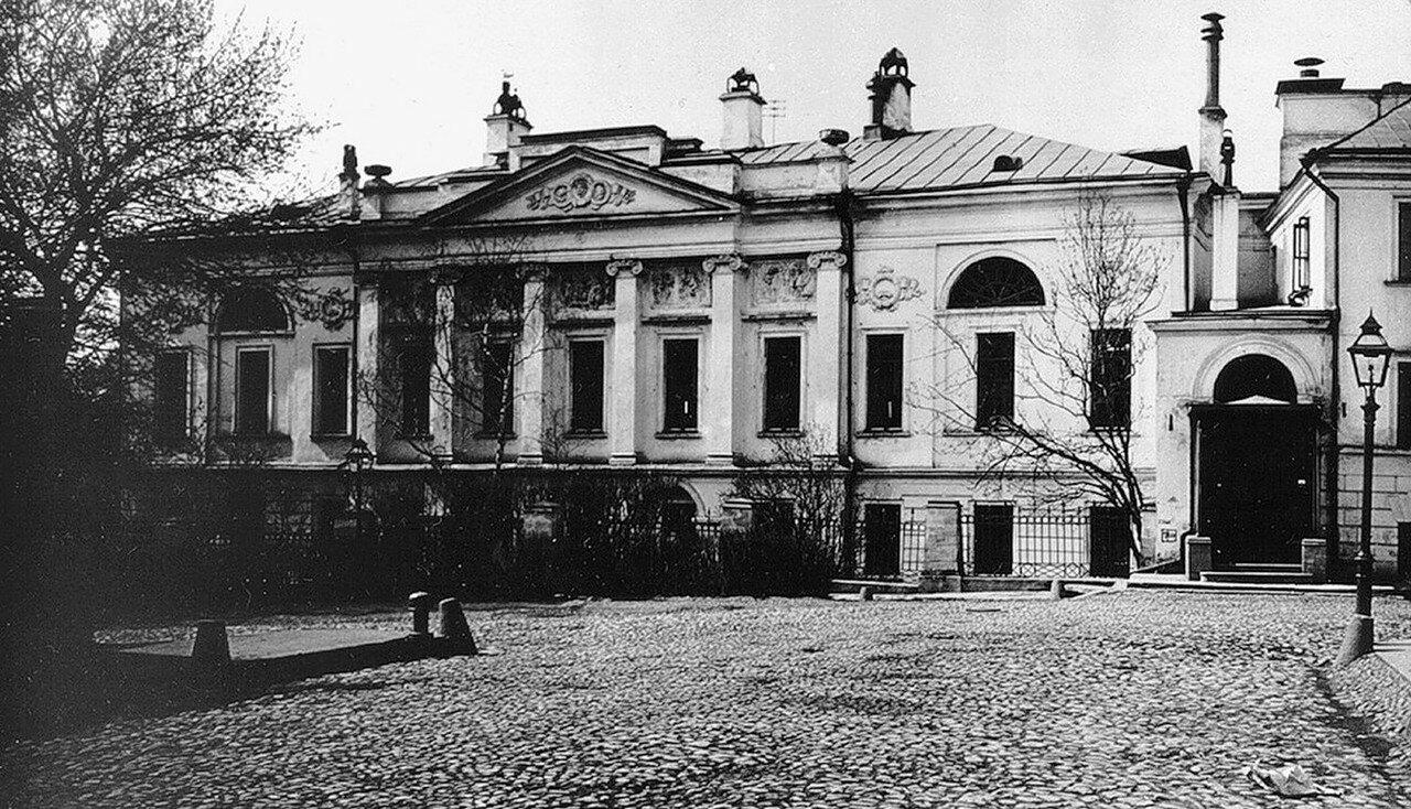 504. Усадьба Боткиных в Петроверигском переулке