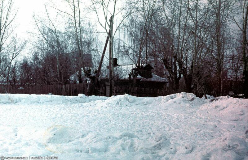 Последний деревянный дом на Хорошёвской горке 1985 год.jpg