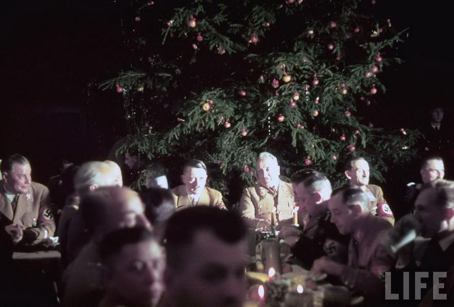 На рождественском банкете с германским генералитетом. 1941 г.