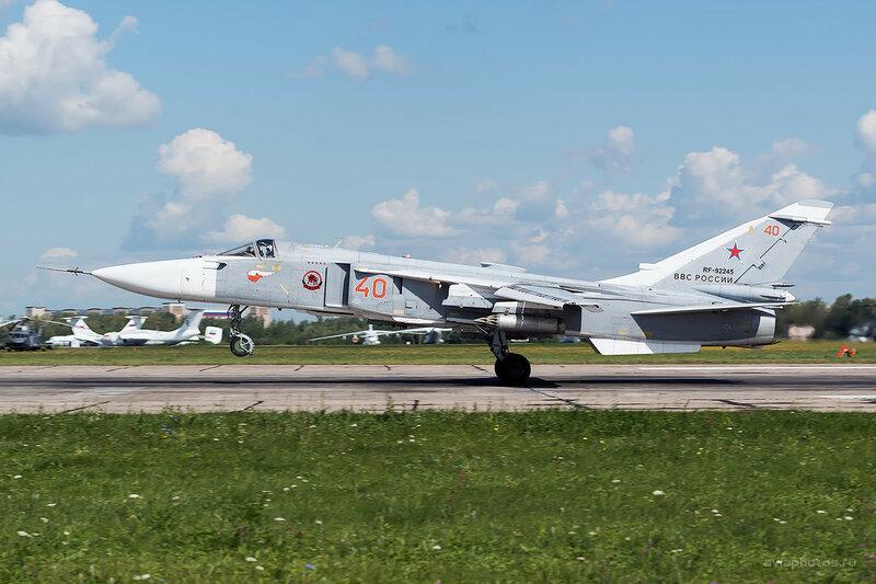 Сухой Су-24М (RF-92245 / 40 красный) D809932b