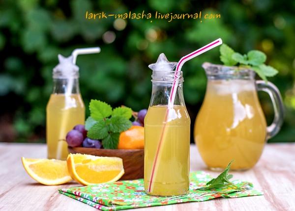 Холодный зеленый чай с апельсином и виноградом