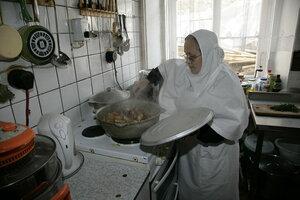 4. На монастырской кухне