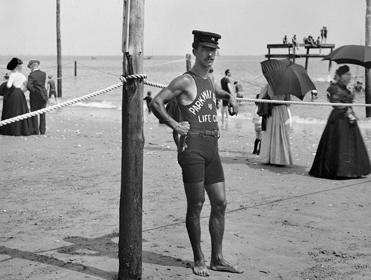 20. Спасатель на Брайтон-Бич (между 1901 и 1906 годами)