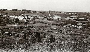 Общ изглед към село Горна Студена край Свищов - с лагера и обоза на руските войски, вдясно къщата на хаджи Николи, в която се помещава Главната щаб-квартира, август 1877 г.